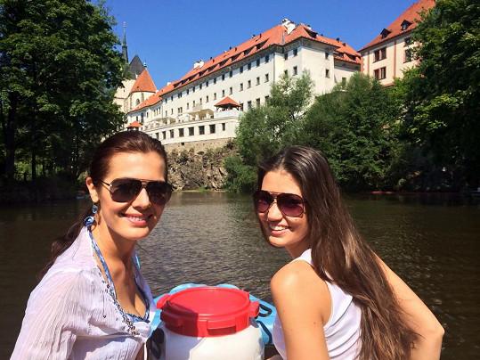 O víkendu bylo na Vltavě rušno a dívky budily patřičnou pozornost.