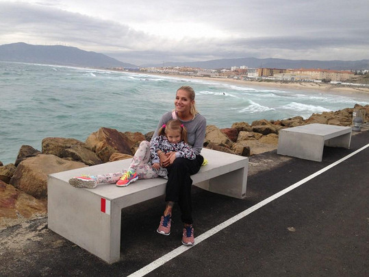 Dara s Laurou u oceánu