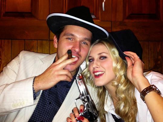Zorka a Míra na mafiánské párty.