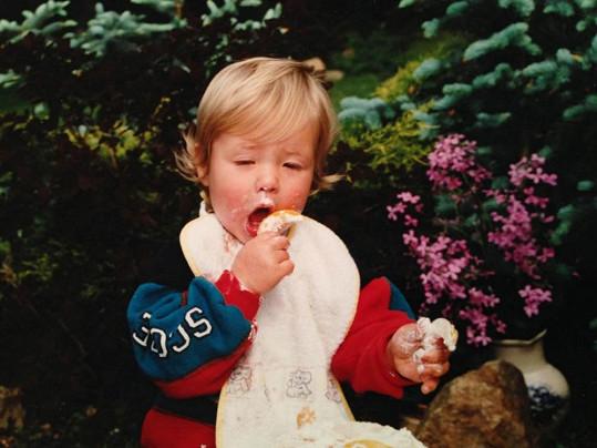 Simona na roztomilé fotce z dětství.