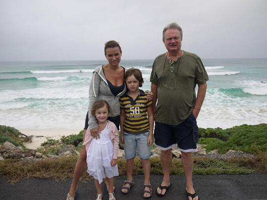Adamcovi na pláži Punta Morena. Počasí tentokráte moc nevychytali.