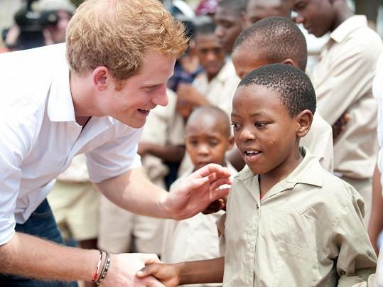 Plešatějící princ Harry v Lesothu.