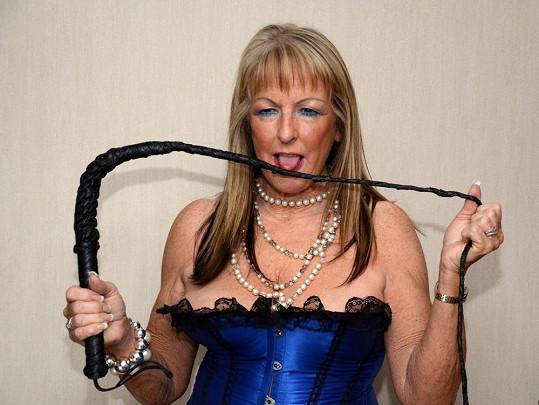 Beverly Roberts se ráda obléká do sexy kostýmů.