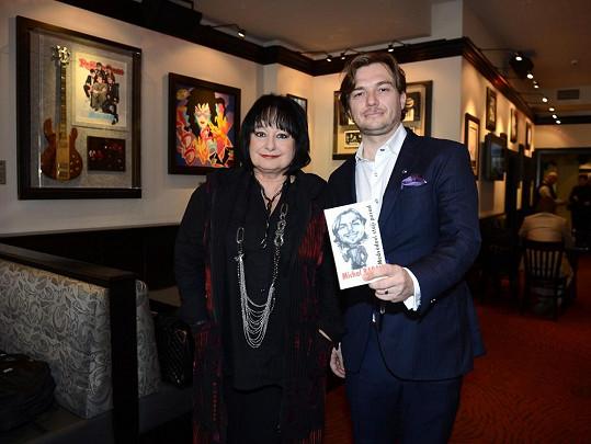 Eva s autorem knížky Medvědovi stojí pořád Michalem Babákem