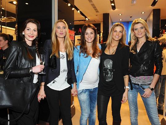 Pavla Hrbková Vrbová s kamarádkami modelkami.