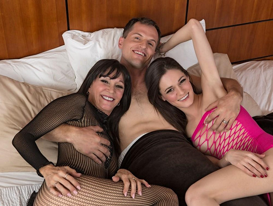 Duo matky s dcerou si v pornoprůmyslu nechává říkat The Sexxxtons.