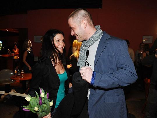 Nikol Plzáková s manželem Petrem Zvěřinou na bowlingovém turnaji.