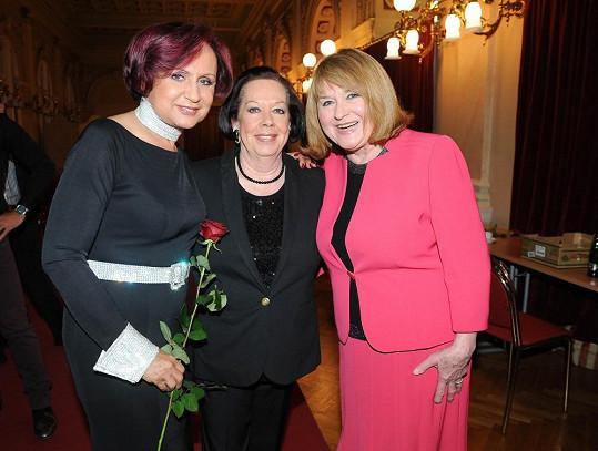 Petra Janů, Yvonne Přenosilová a Pavlína Filipovská zpívaly bez nároku na honorář.