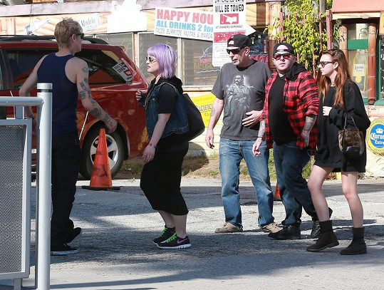 Osbourne s přáteli zašla na oběd.