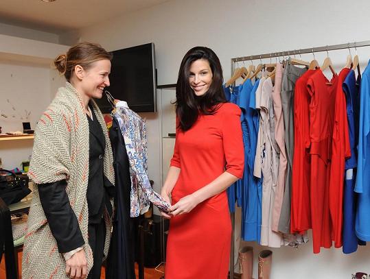 Viera si byla vybrat šaty u návrhářky Kateřiny Geislerové.