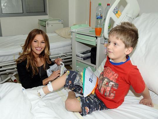 Petra Svoboda byla navštívit děti v motolské nemocnici na oddělení kardiochirurgie.