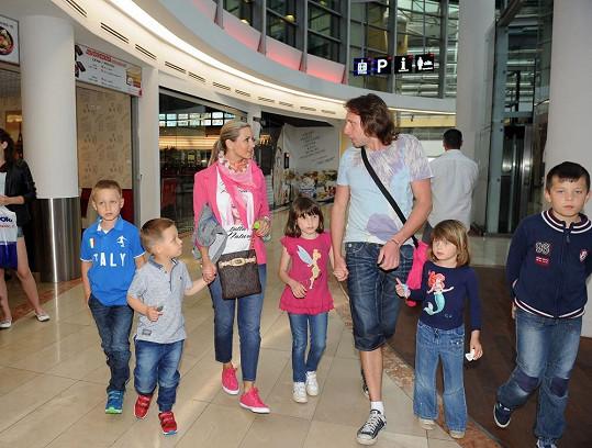 Nechyběl ani bývalý reportér Jan Tuna s dětmi.