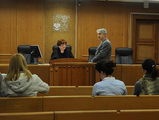 Josef Rychtář vypovídá u soudu.