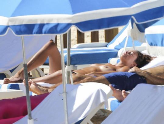 Manželka fotbalisty Ryana Giggse Stacey Cooke na dovolené ve Francii