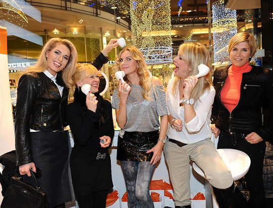 Kateřina s dalšími dámami na kosmetickém odpoledni
