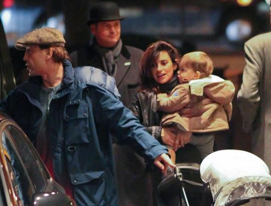 Penélope Cruz se synem Leem a manželem Javierem Bardemem.