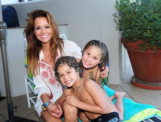 Brooke Burke s dcerou a synem, které má s Charvetem.