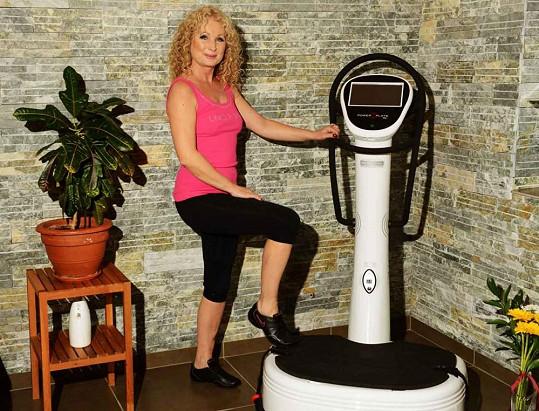 Světlana relaxovala i pohybem. Cvičila na strojích a dopřála si i jógu.