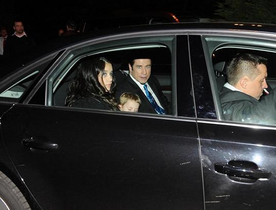 Rodinka v limuzíně.