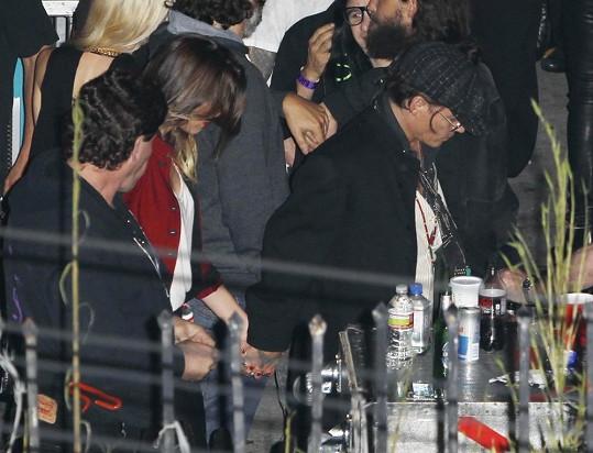 Johnny Depp vyrazil s Amber Heard na koncent Rolling Stones.