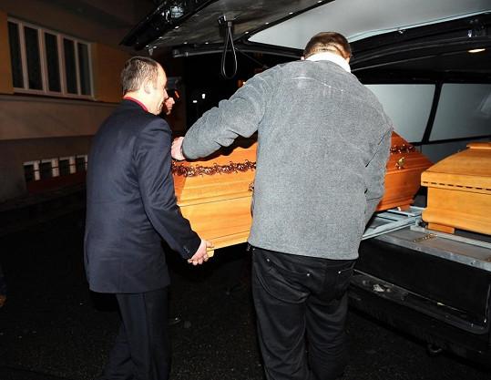 Pro Jiráskovou si dojela pohřební služba z jižních Čech.