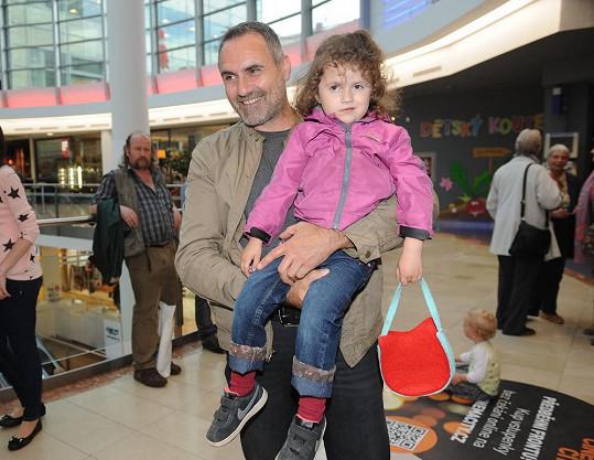 Premiéra v kině Imax se stala i přehlídkou otců, body u dětí sbíral Jan Kalousek.