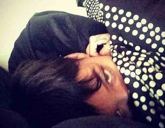Rihanna si užívá Nového roku a volného dne na lůžku.