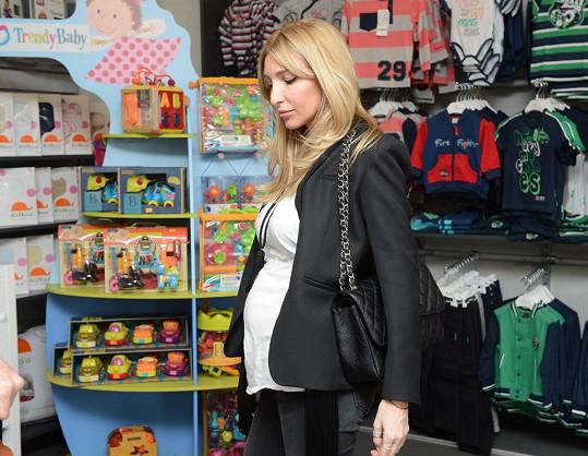 Ivana je i přes pokročilé stádium těhotenství stále ve velkém pracovním zápřahu.