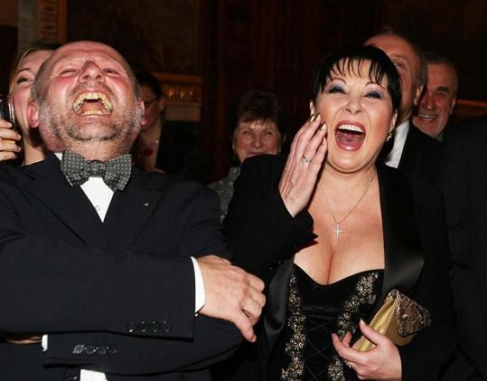 Dagmar Patrasová a její záchvat smíchu, při kterém se jí drala ven dmoucí se ňadra.