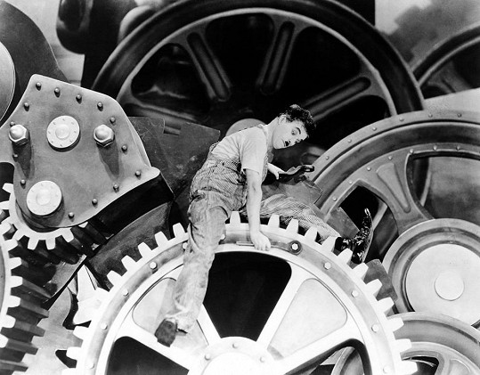 Ve filmu Moderní doba (1936) Chaplin stále nemluvil.