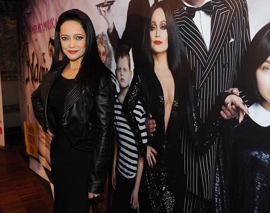 Lucka bude hrát roli matky rodiny Morticii Addamsovou.