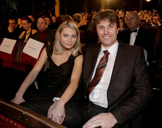 Pavel Poulíček a jeho manželka Petra se těší na prvního potomka.