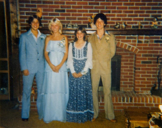 Zleva: Brad, Tonya a kamarádi.