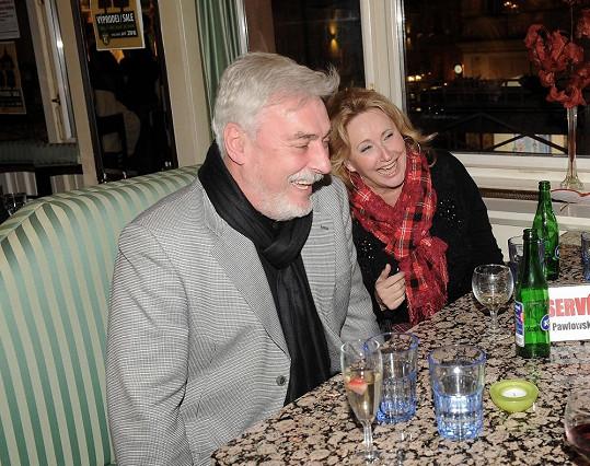 Rosákovi oslavili na akci třicetileté výročí svatby.
