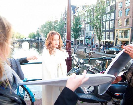 Kristína během natáčení v Amsterodamu