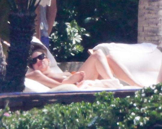 Gaga se opalovala téměř nahá.