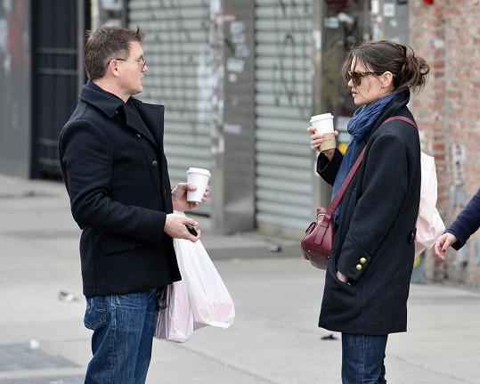 Bývalá manželka Toma Cruise během hovoru s fešným sympaťákem.
