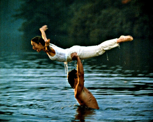 Legendární scéna z Hříšného tance s nacvičováním zvedačky