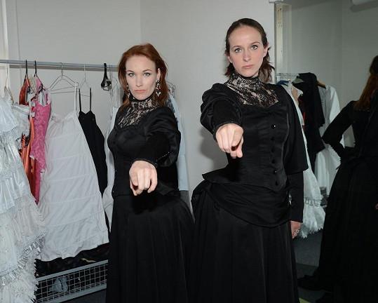 Miroslava Časarová a Vanda Šípová alternují roli madame Giry.