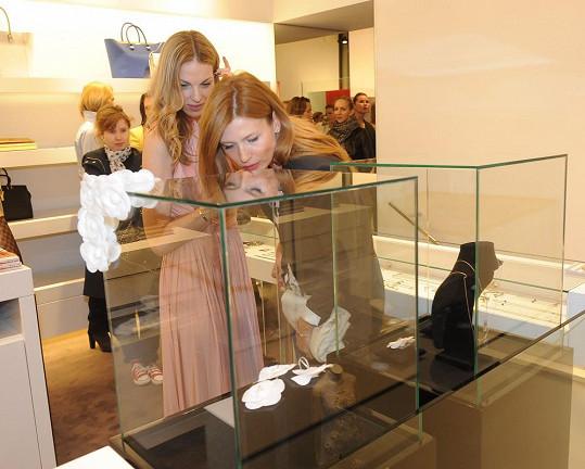 Daniela si prohlédla i novou kolekci šperků Pavlíny Němcové.