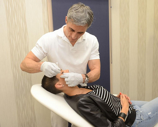 Erbová pod rukama plastického chirurga Romana Kufy mládne.