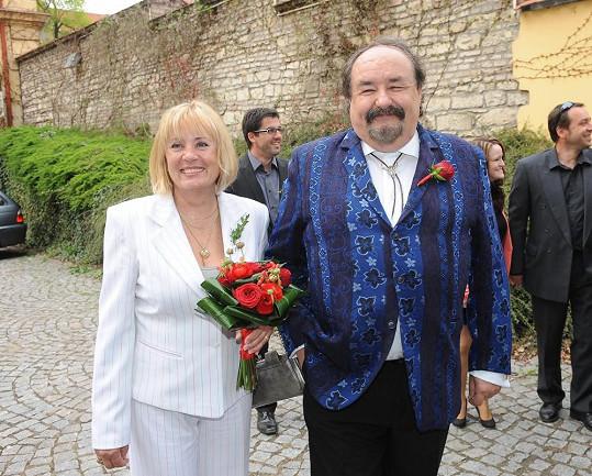 Rodiče ženicha Petr a Mirka Novotní.