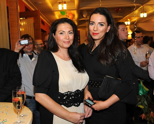 Jana Bobošíková s dcerou vyrazily na narozeninovou oslavu organizátora charitativních akcí Davida Novotného.