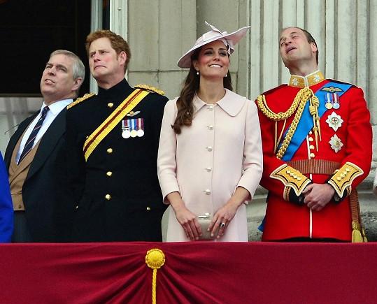 V Londýně se konaly každoroční oslavy Trooping the Colour.