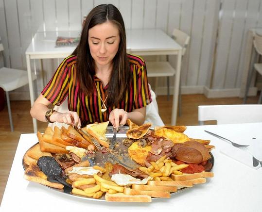 Gabriella Lewis se pere se snídaní šampionů.