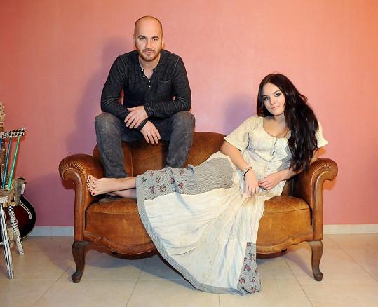 Ewa Farna fotila s Igorem Timkem booklet k charitativnímu CD.