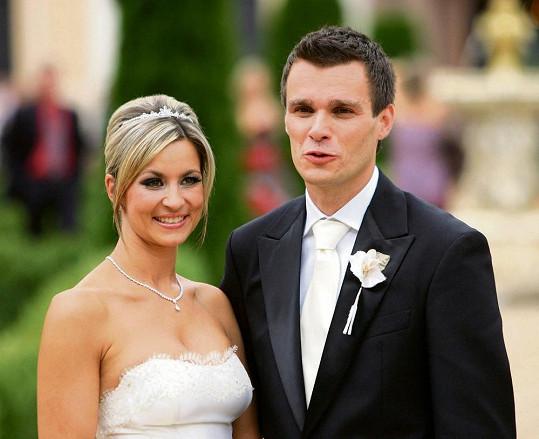 V roce 2008 si Monika brala Leoše na zámku Jemniště.