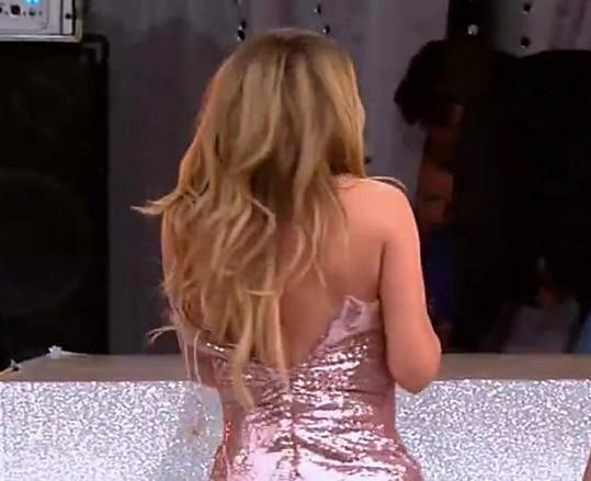 Mariah a její rozpáraná róba