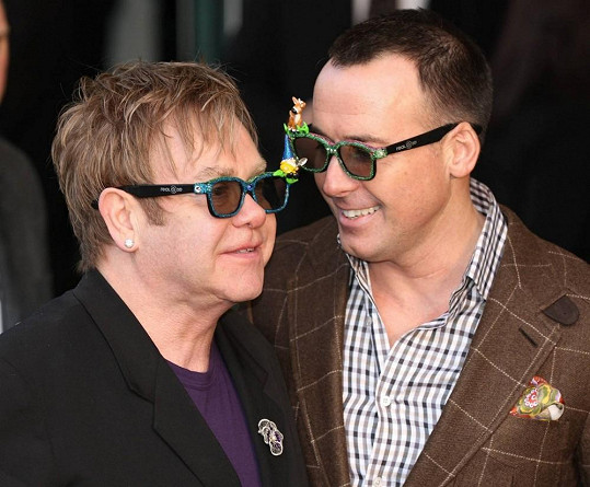 Elton John a David Furnish vstoupí do manželství.