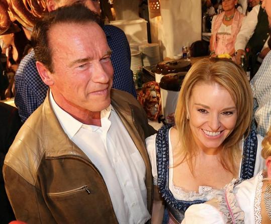 Arnold s Heather v kroji zašli v Rakousku i na 'párečkovou párty'.